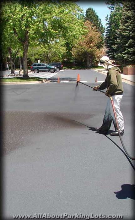 asphalt parking lot sealcoating by expert asphalt repair contractors