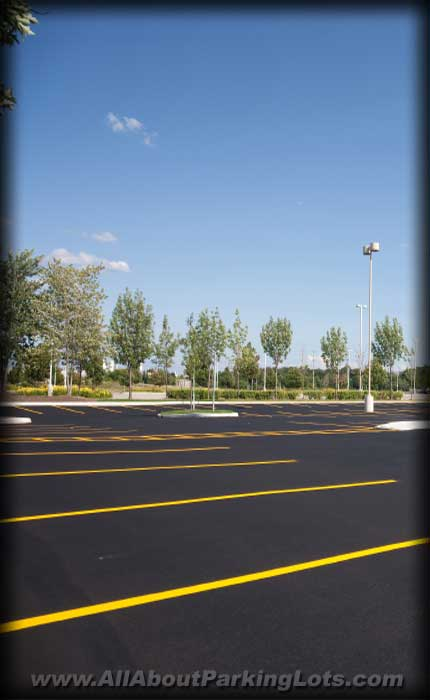 parking lot sealcoating being perfomed by a reputable asphalt repair contractor